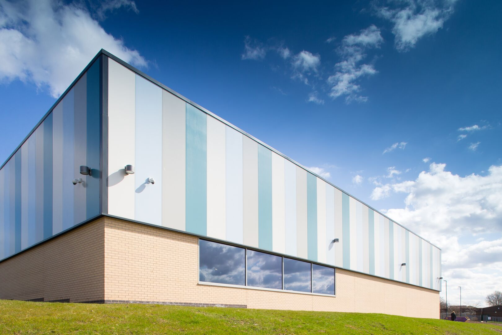 Minsthorpe Leisure Centre using Trimapanel insulated panels from Tata Steel