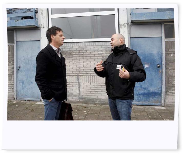 Marnix Norder en buurtbeheerder Fouad Kartit
