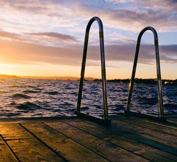 Bathing pier
