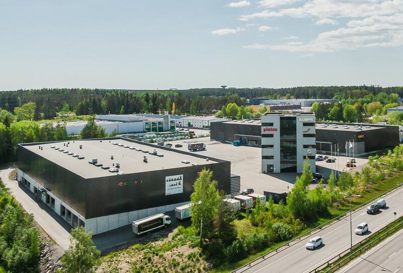 Warasto Finland palvelee Logicorin kiinteistössä monipuolisia verkkokaupan toimijoita