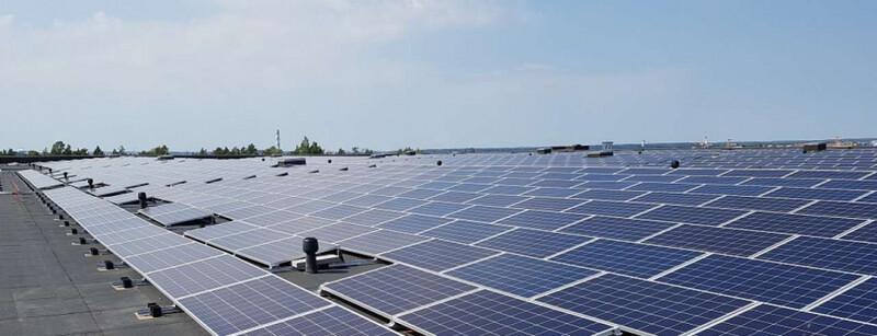 Logicorin omistamassa K-ryhmän keskusvarastossa Vantaan Hakkilassa energiaa tuottaa yksi Suomen suurimmista katolle asennetuista aurinkovoimaloista