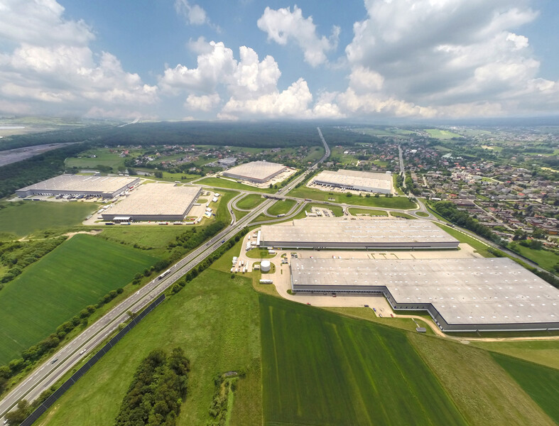 DHL Excel Supply Chain stays in Logicor Myslowice
