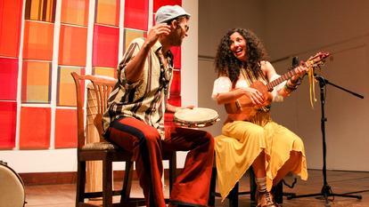 Family Atlantica Duo performing