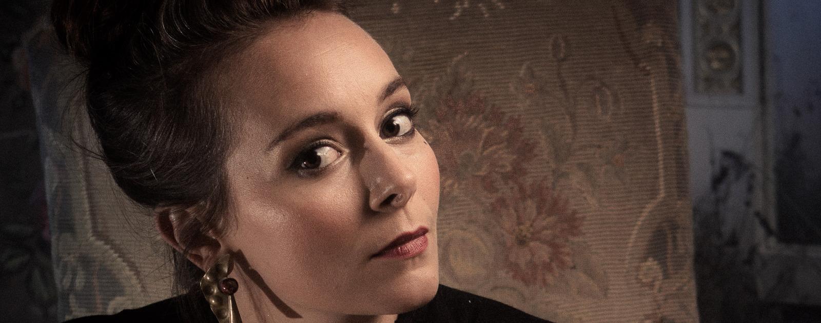Soprano, Anna Dennis