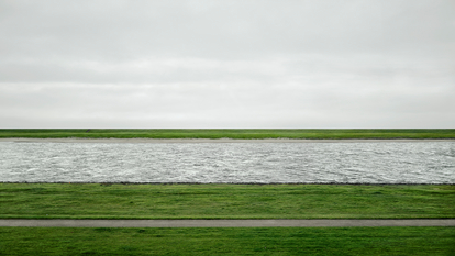 Landscape picture of the Rhine river by Andreas Gursky